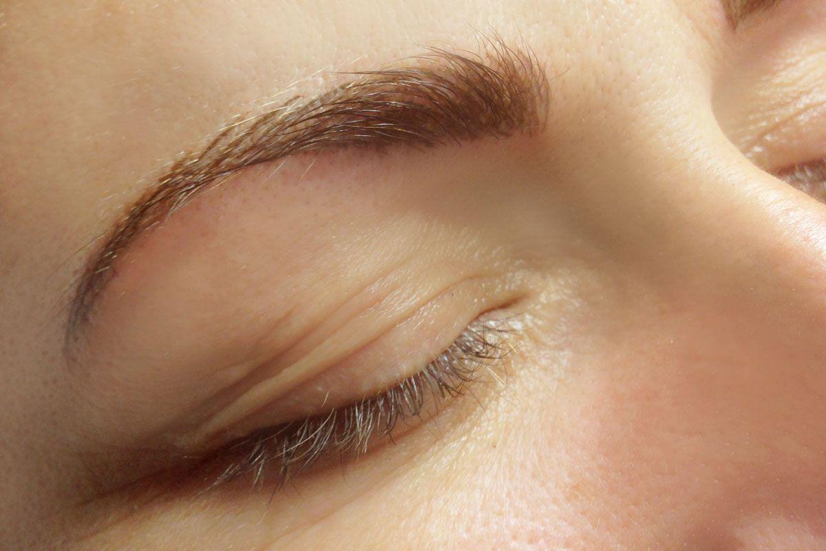 Permanent Make Up Behandlung - Augenbrauen