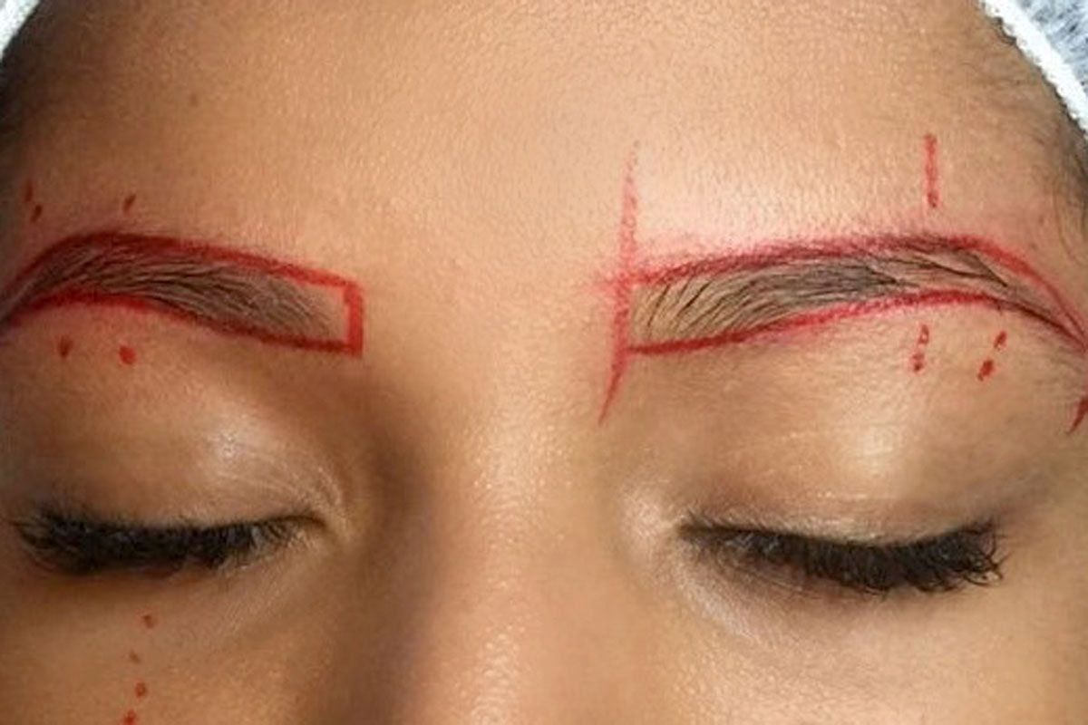 Microblading Behandlung Augenbraue - Vorzeichnung