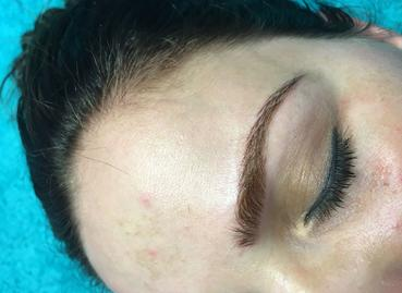 Augenbraue MicroBlading